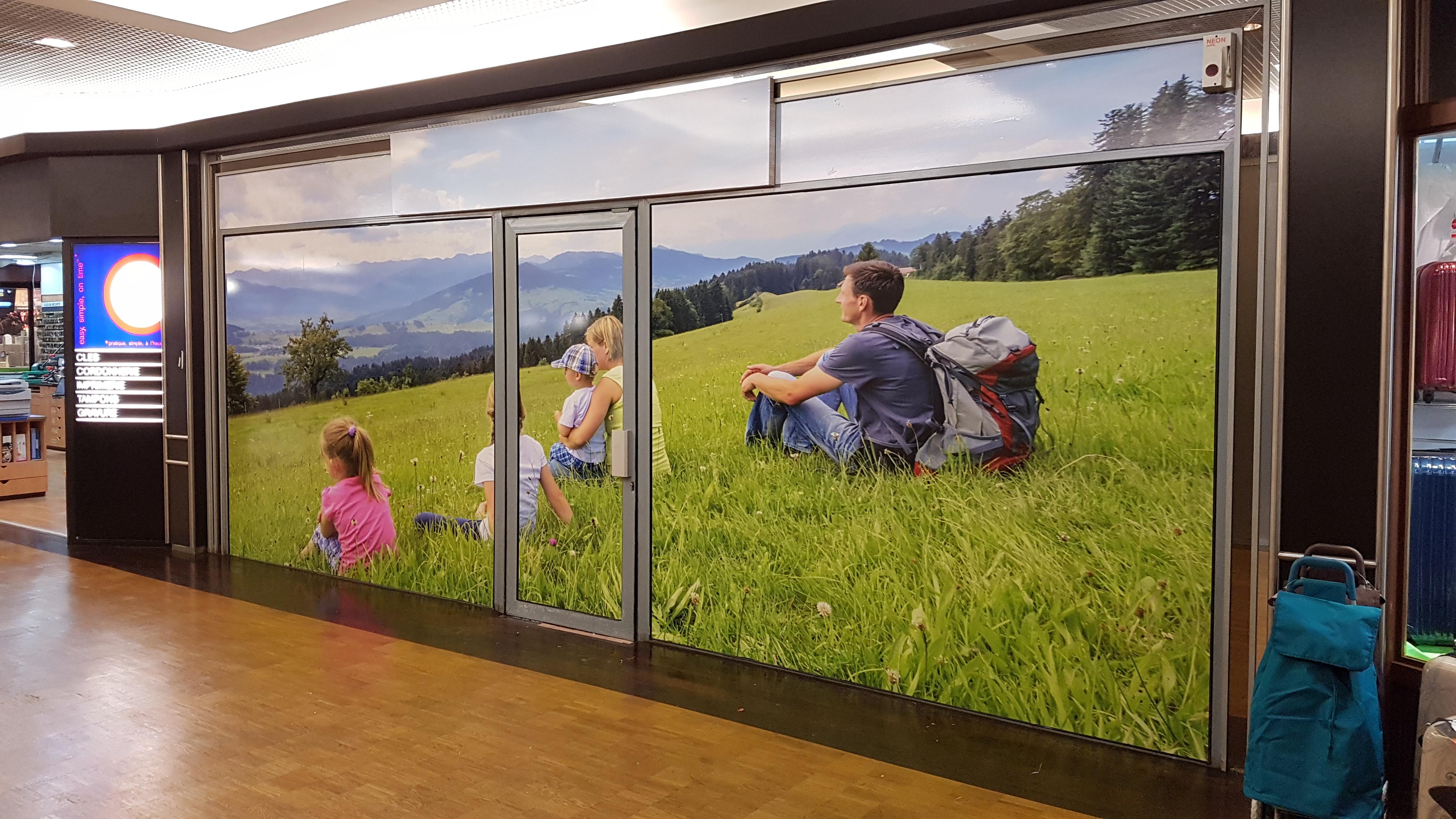 Covering des vitrines d'une boutique en attente de locataire