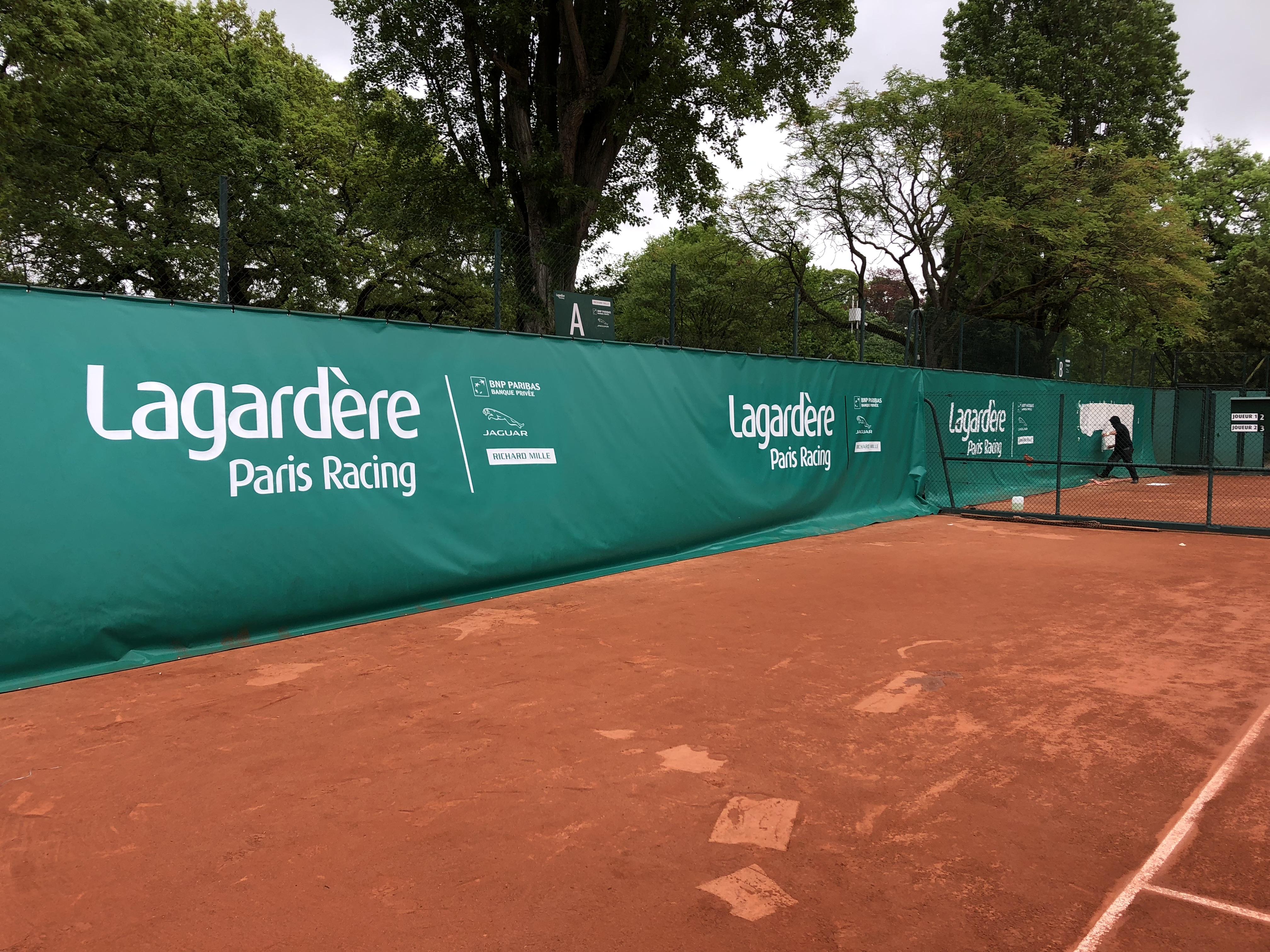 Bâche pour une compétition de tennis